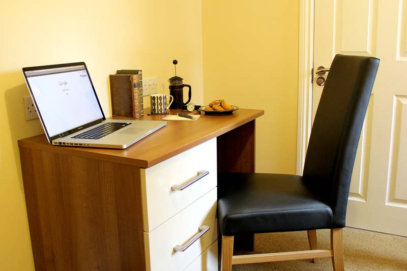 The work desk in our floating en-suite room