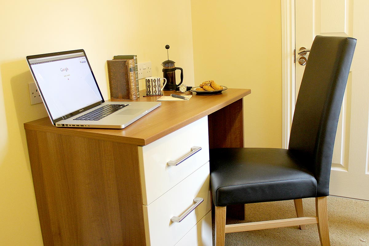 Single Room with Useful Desk