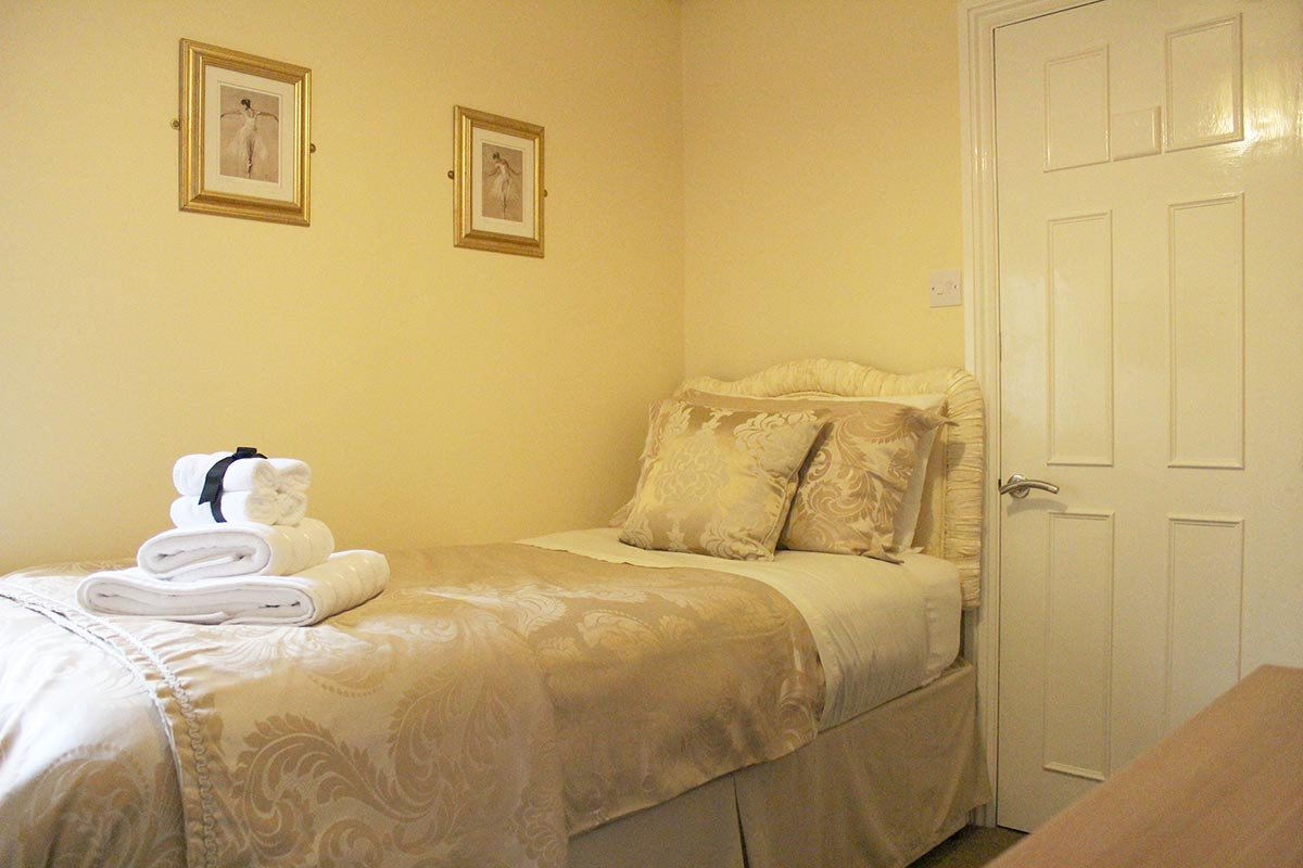 Single bed in our additional en-suite room